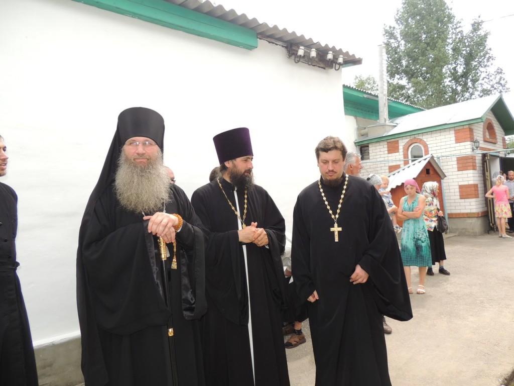 Праздничная Божественная литургия в храме свт. Феофана, Затворника Вышенского в г. Новоаннинске.