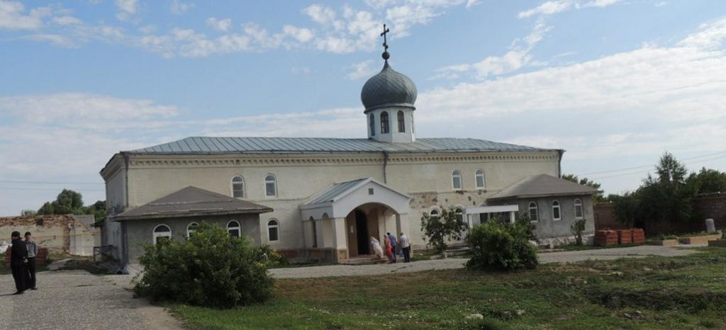Праздничное богослужение в Свято-Троицком Белогорском Каменнобродском мужском монастыре.