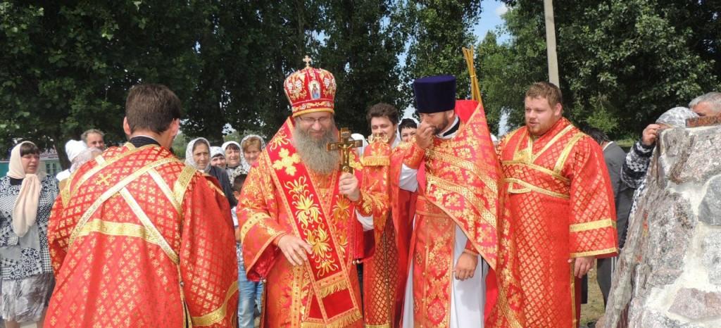 Божественная литургия в Николо-Успенском храме.