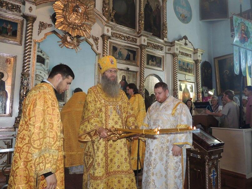 Божественная литургия в храме Рождества Пресвятой Богородицы.