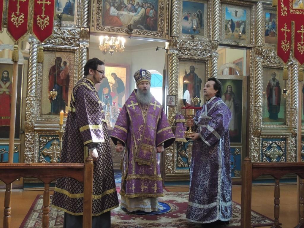 Божественная литургия Преждеосвященных Даров в храме святителя Николая архиепископа Мир Ликийских чуд.