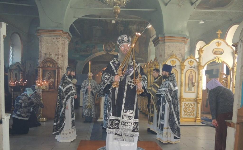 Божественная литургия Преждеосвященных даров в Покровском кафедральном соборе.