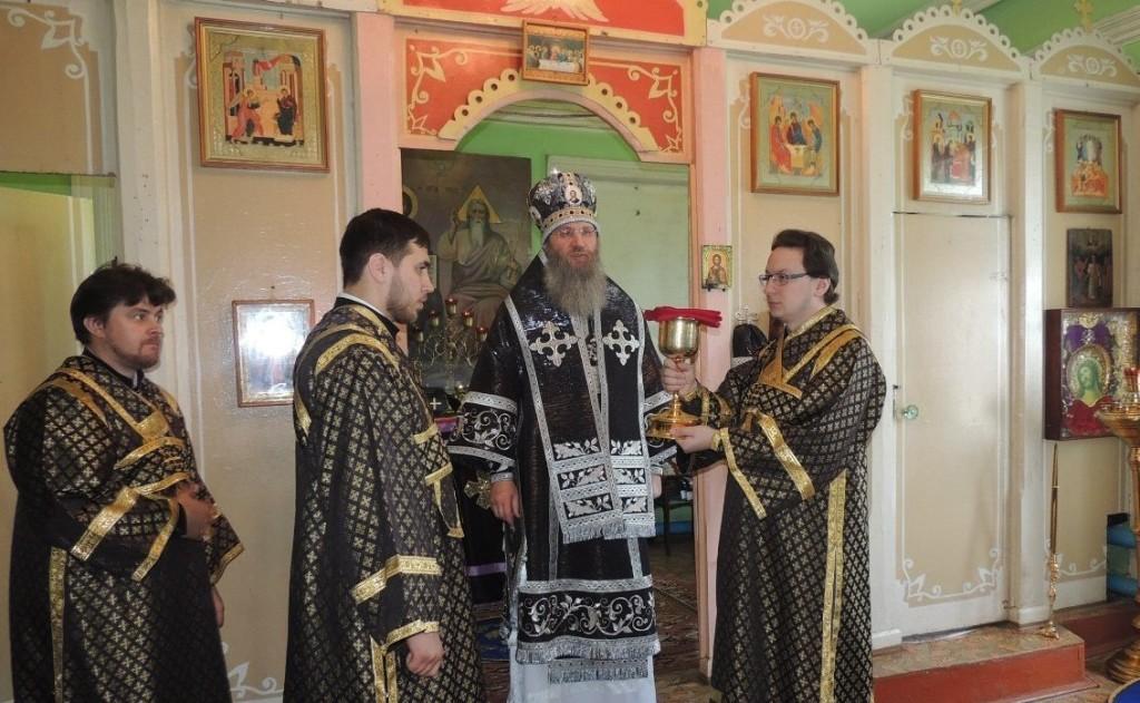 Божественная литургия Преждеосвященных даров в Свято-Троицком Каменно-Бродском белогорском мужском монастыре.