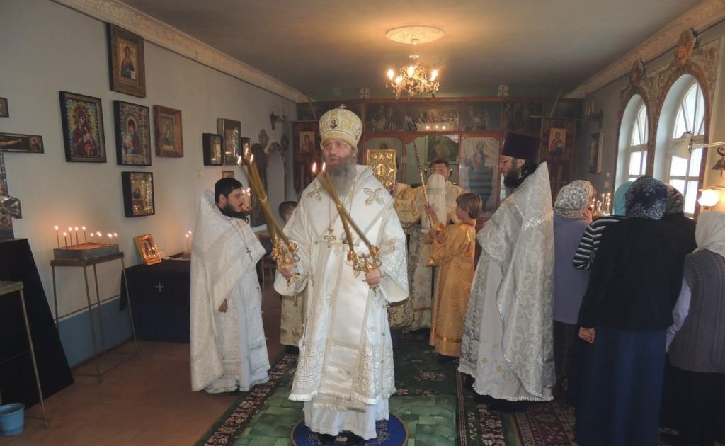 Божественная литургия в храме Святой Троицы.