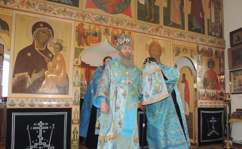 Утреня с чтением акафиста Пресвятой Богородицы в храме св. Вмч. Георгия Победоносца.