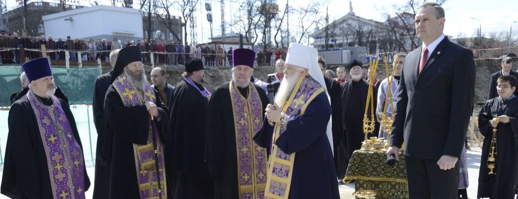 В Волгограде заложили первый камень в фундамент храма Александра Невского.