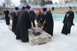 01В Волгограде заложили первый камень в фундамент храма Александра Невского