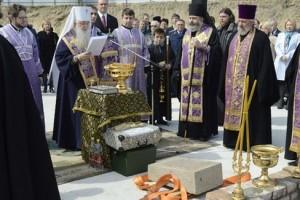 +02 В Волгограде заложили первый камень в фундамент храма Александра Невского.