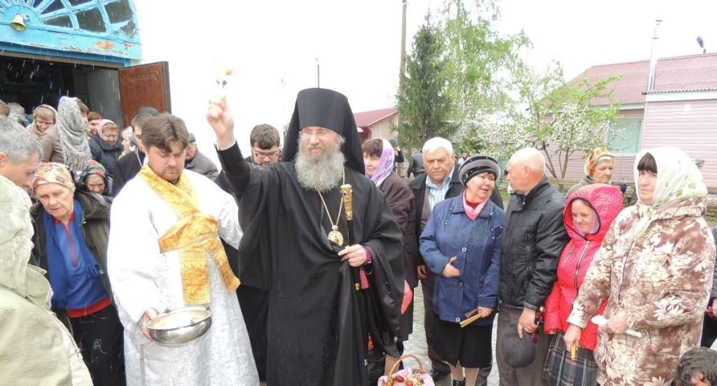 Вечерня с чтением 15 паримий и Литургия св. Василия Великого в Покровском кафедральном соборе.