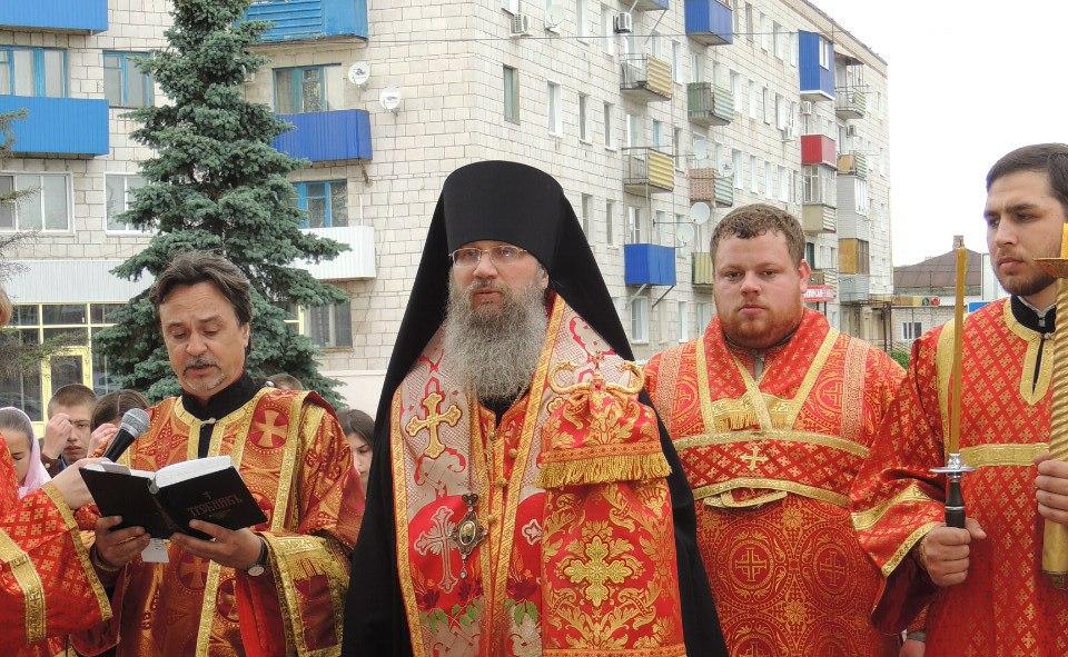 Молебен перед началом выпускных экзаменов для выпускников СОШ и ВуЗов.