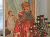 Божественная литургия в храме-часовне в честь Воскресения Христова на городском кладбище.