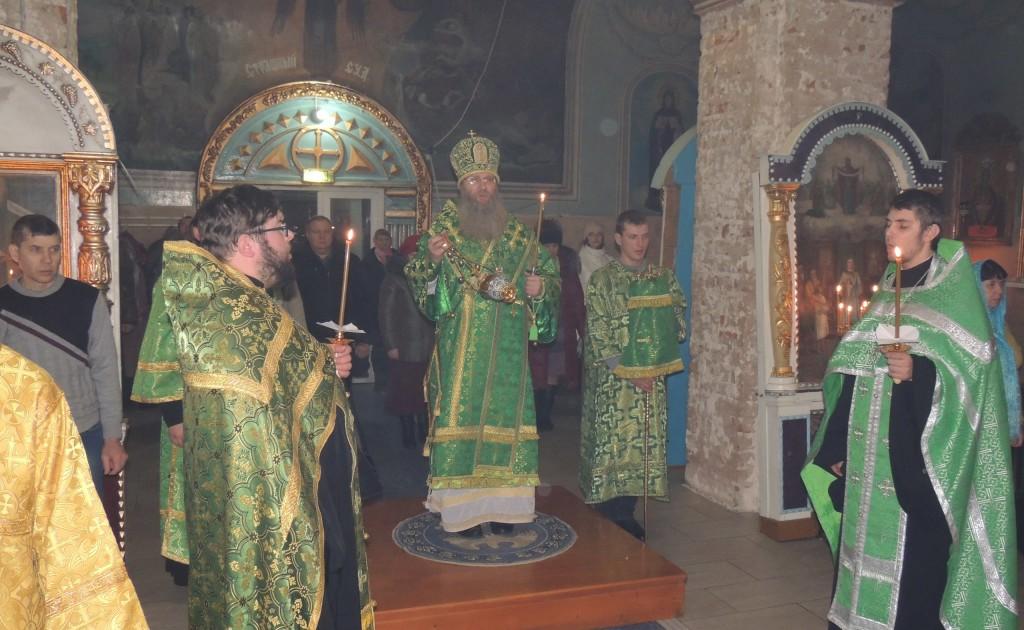 Полиелейное Вечернее богослужение в Покровском кафедральном соборе г. Урюпинска.