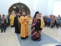 Божественная литургия в главном приделе в Покровском кафедральном соборе г. Урюпинска.