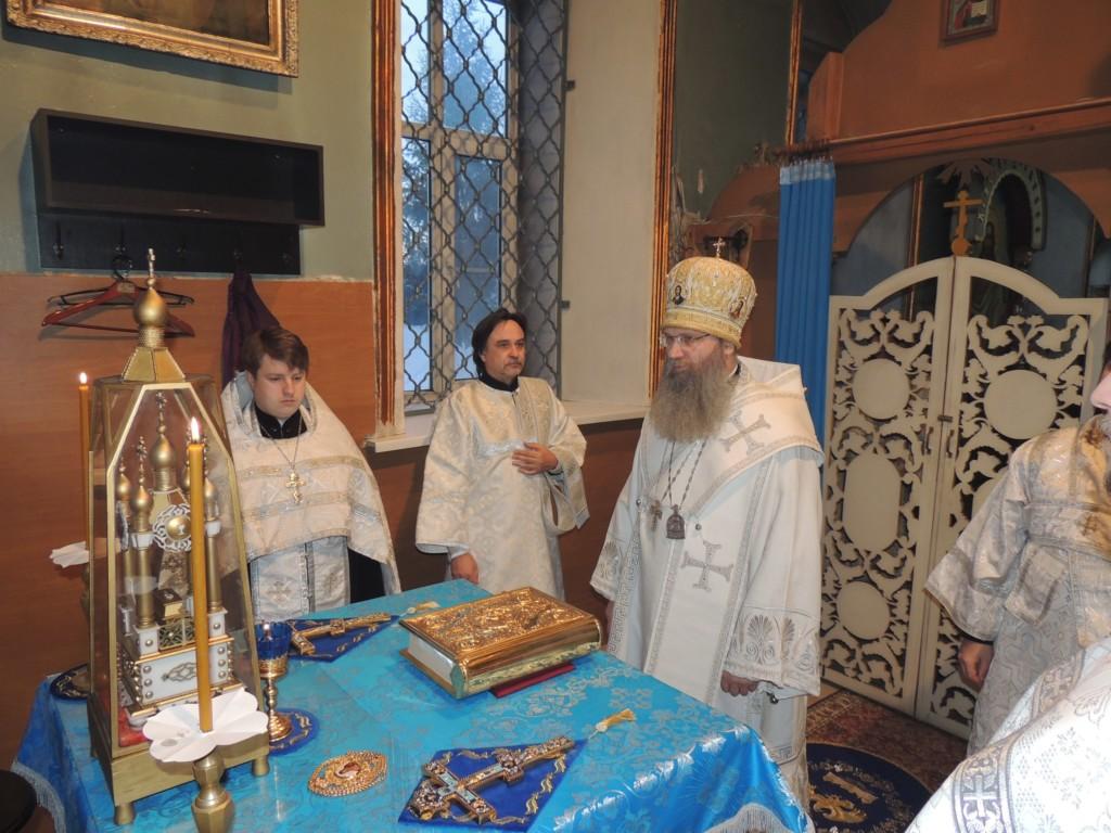 Вечернее богослужение с чтением акафиста Сретения Господня в Покровском кафедральном соборе г. Урюпинска.
