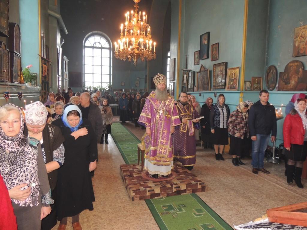 Божественная литургия в храме Архистратига Божия Михаила в р.п. Рудня.