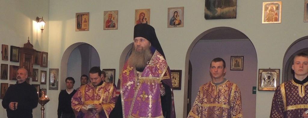 Всенощное бдение в Свято-Троицком Каменно-бродском мужском монастыре Ольховского района.