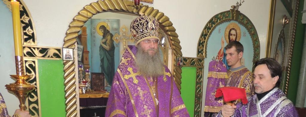 Епископ Елисей совершил чин освящения антиминсов.