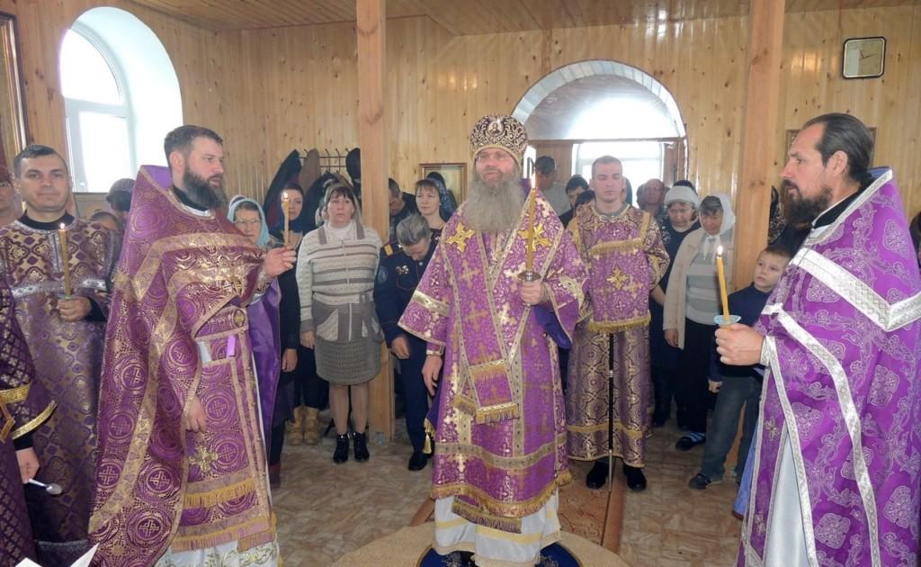 Божественная литургия в храме сщмч. Николая (Попова) иже в Верхнем Гнутове в с. Староселье.
