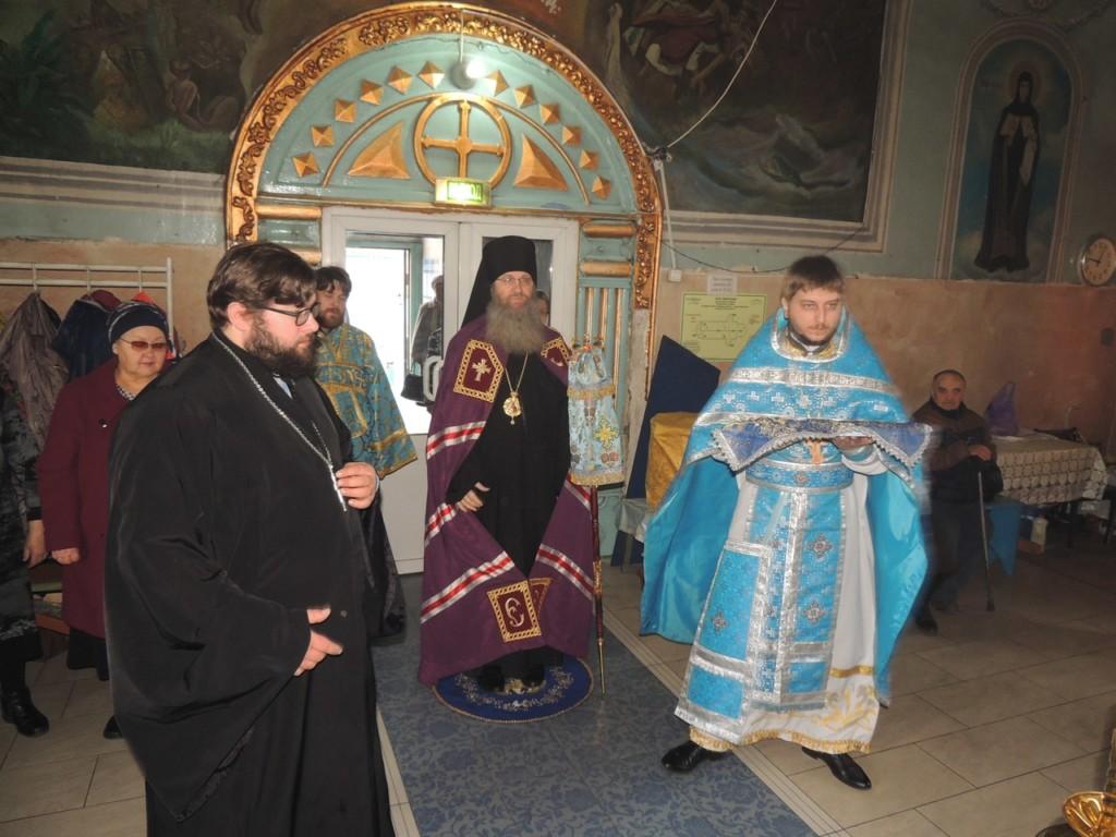 Божественная Литургия в кафедральном соборе в честь Покрова Пресвятой Богородицы г. Урюпинска.