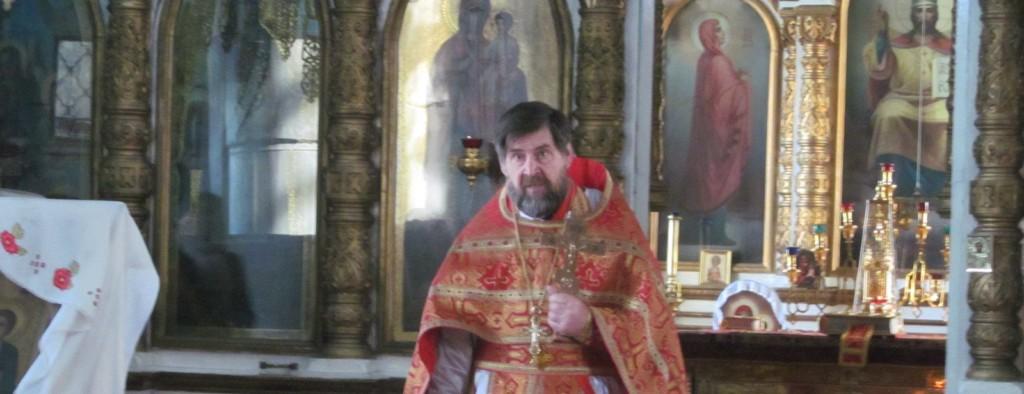 Божественная литургия в Еланском храме Сошествия Святого Духа.