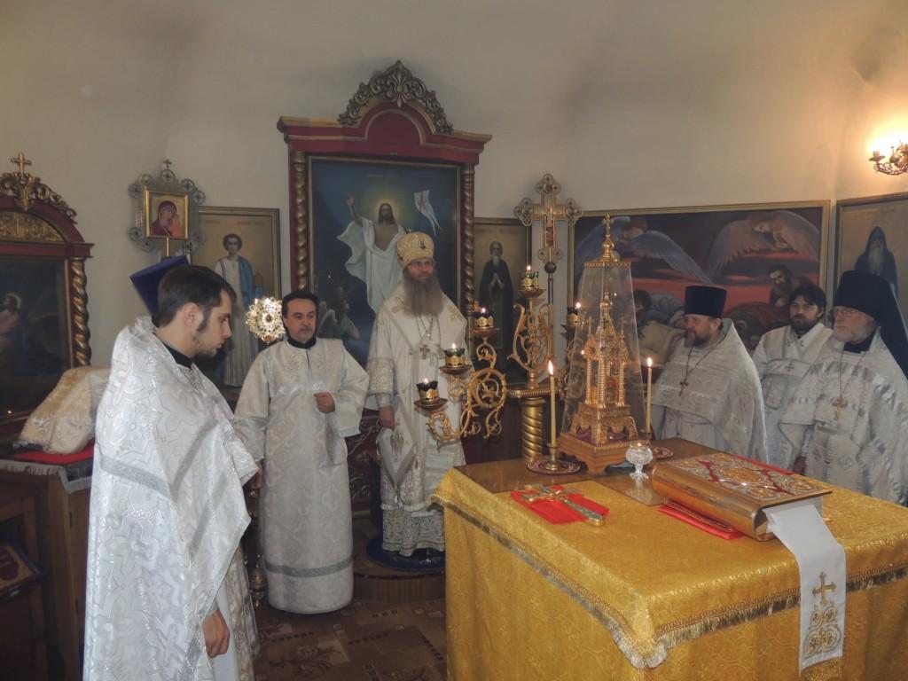 Служение епископа Елисея в субботу 6-й седмицы Великого поста.