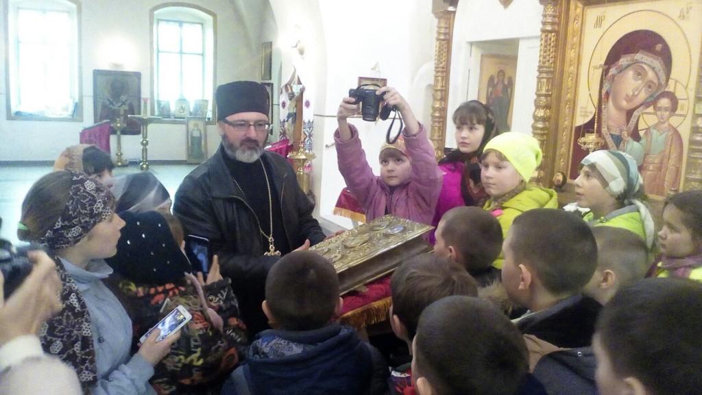 Школьники четвертых и пятых классов Салтынской школы посетили Сретенскую церковь в станице Михайловской.