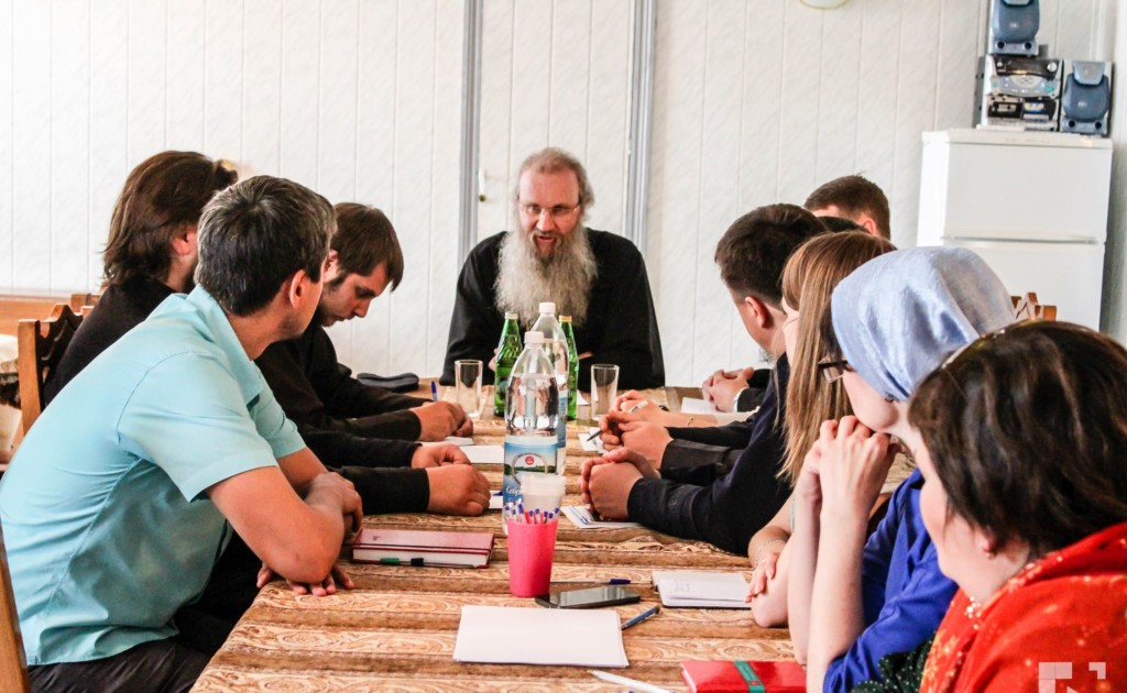 Молодёжный Совет Урюпинской Епархии во главе с епископом Елисеем.