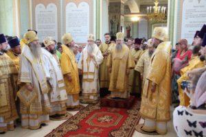Митрополит Санкт-Петербургский и Ладожский Варсонофий совершил Божественную литургию на своей малой Родине, в с. Малиновка