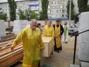 в г. Урюпинске встретили ковчег с мощами 54-х новомучеников и исповедников Российских