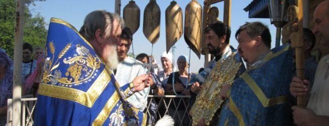 Божественную литургию в храме на Почаевском источнике.