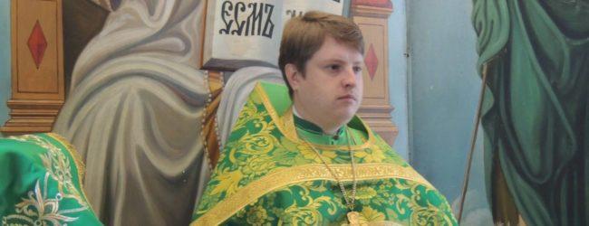 Радуйся, Сергие, скорый помощниче и преславный чудотворче.