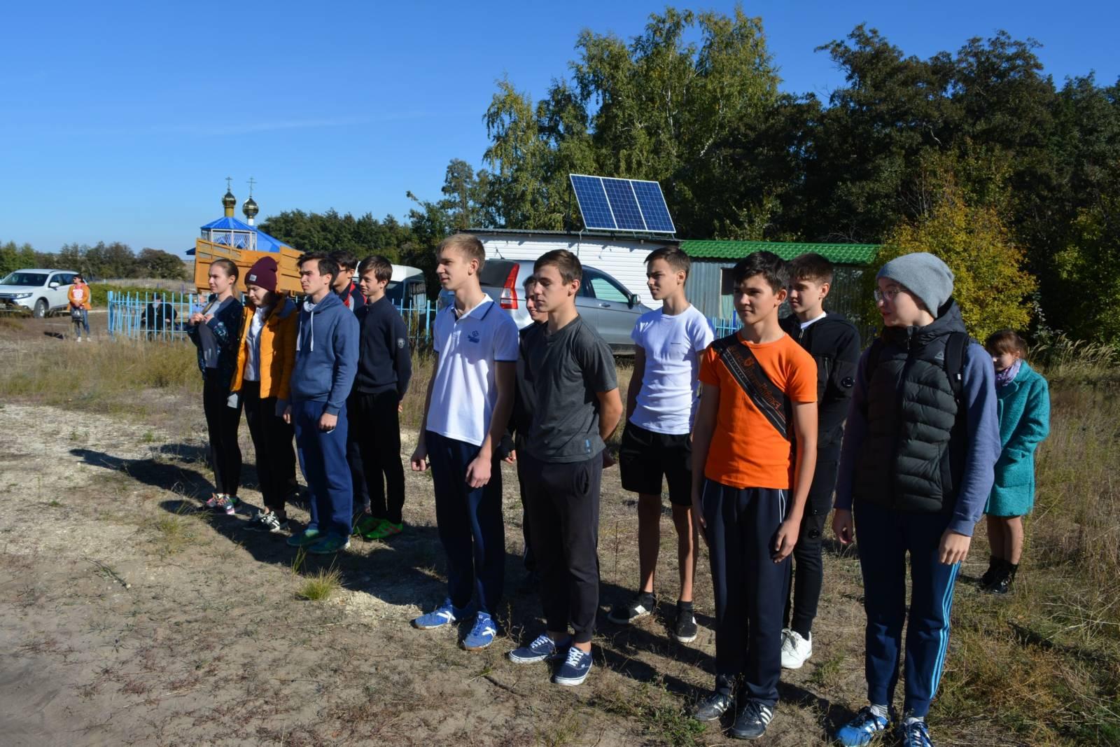 Ученики православной гимназии города Фролово посетили святой источник. - Урюпинская епархия