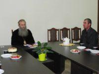 Епископ Елисей встретился с юными парашютистами Урюпинского благочиния.