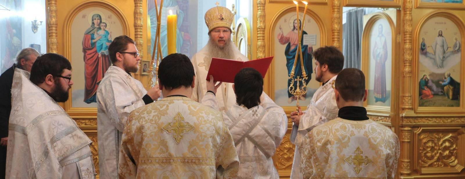 Божественная литургия в храме Преображения Господня в ст. Преображенской.