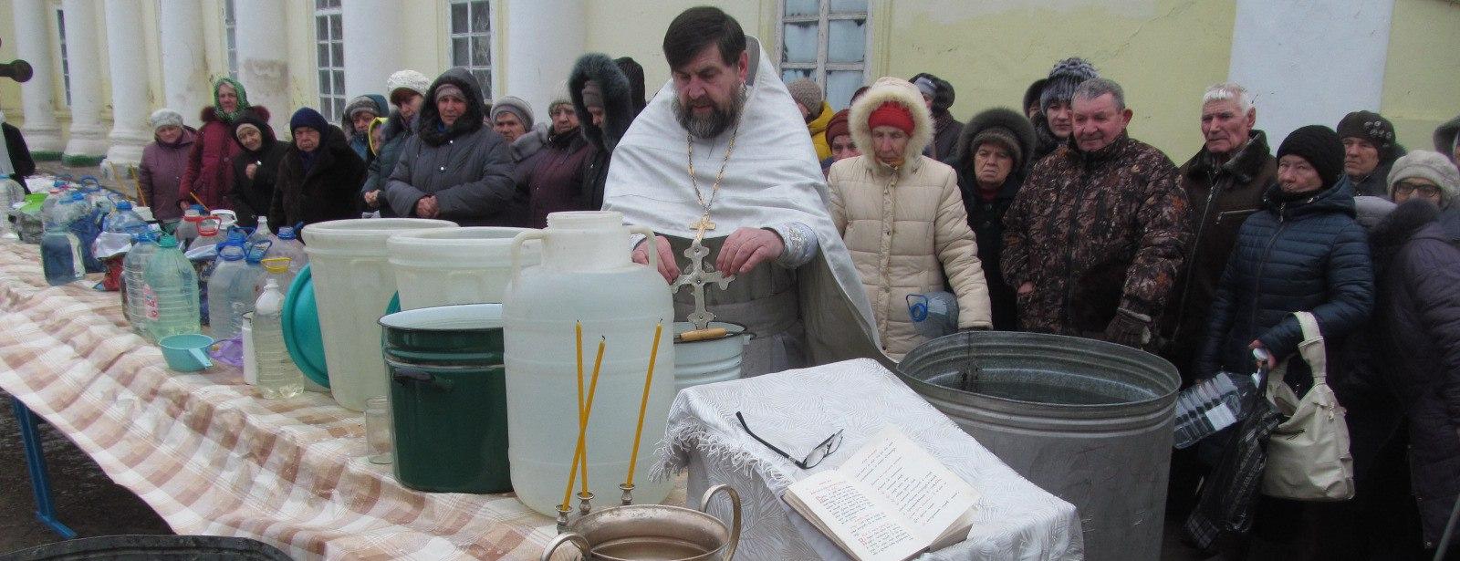 Праздничное богослужение в Еланском храме Сошествия Святого Духаю.