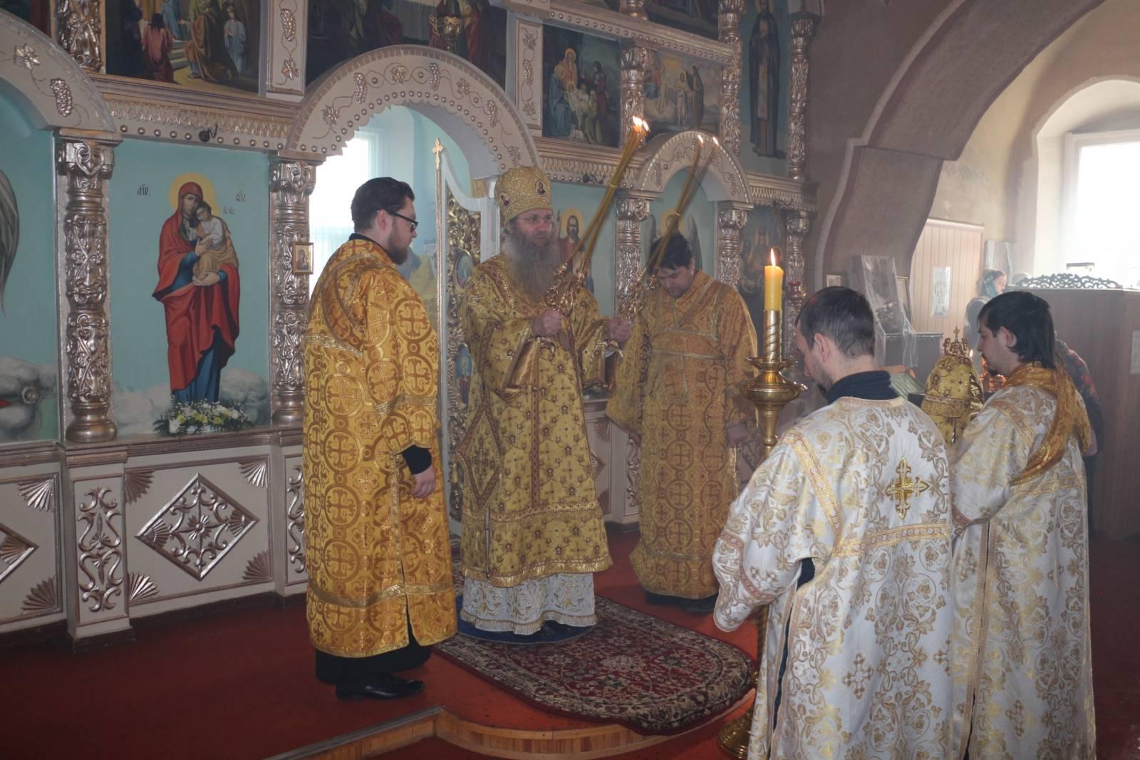 Божественная Литургия в храме Трёх Святителей села Ольховка.