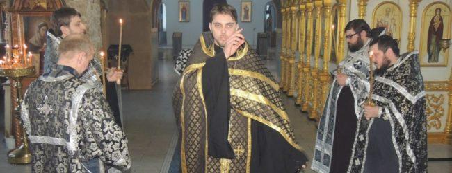 Вечернее богослужение с чином Пассии в кафедральном соборе Покрова Пресвятой Богородицы г.Урюпинска.