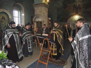 Вечернее богослужение с чином Пассии в кафедральном соборе Покрова Пресвятой Богородицы г.Урюпинска
