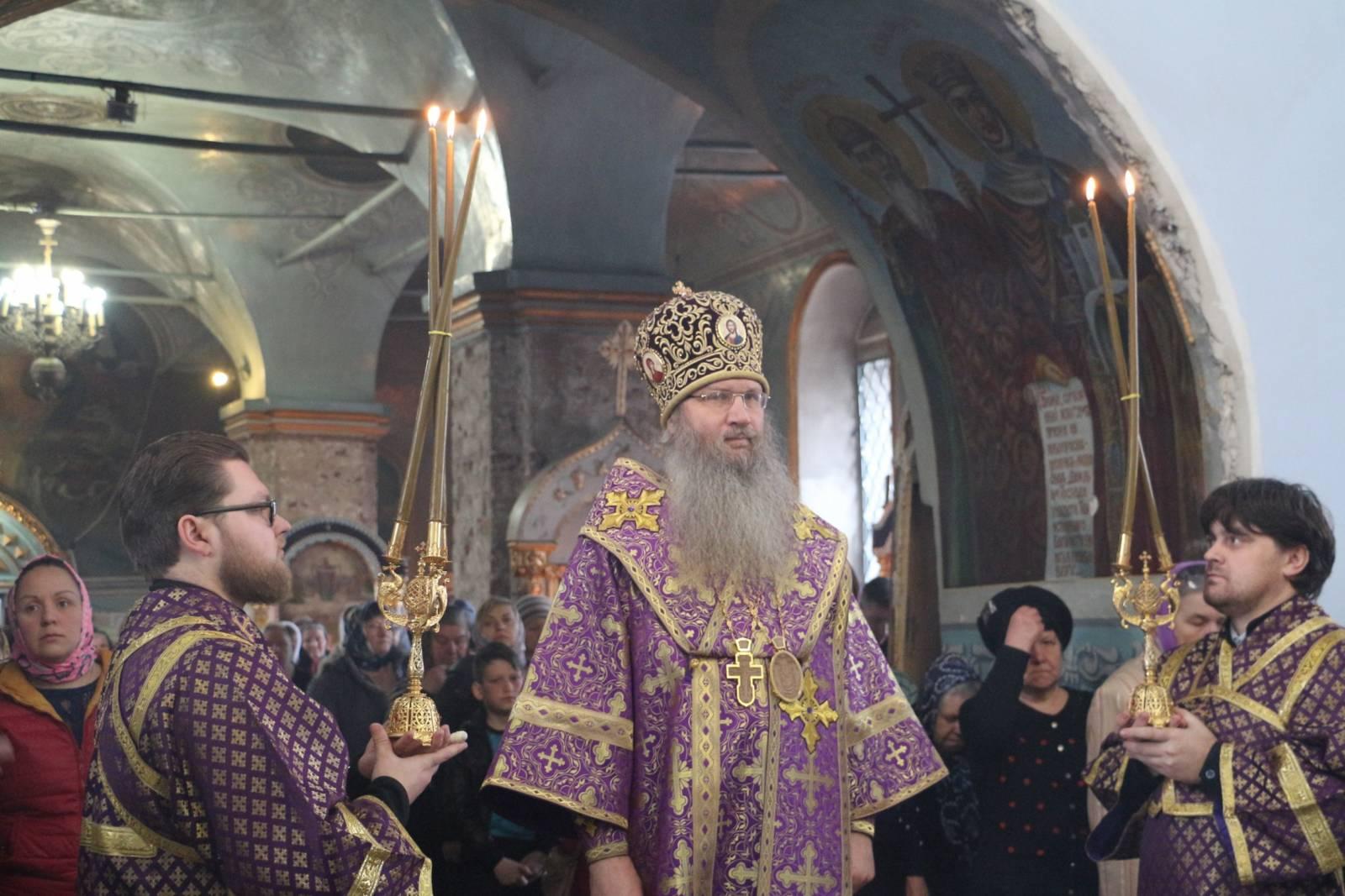 Литургия св. Василия Великого в Покровском кафедральном соборе г. Урюпинска.