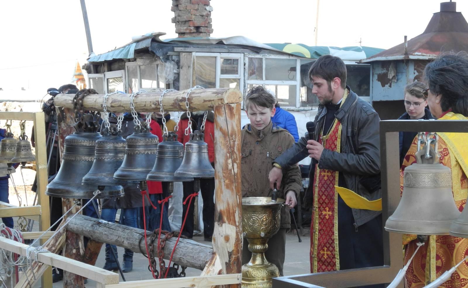 Освящение малой звонницы восстанавливаемого храма Архистратига Божия Михаила.