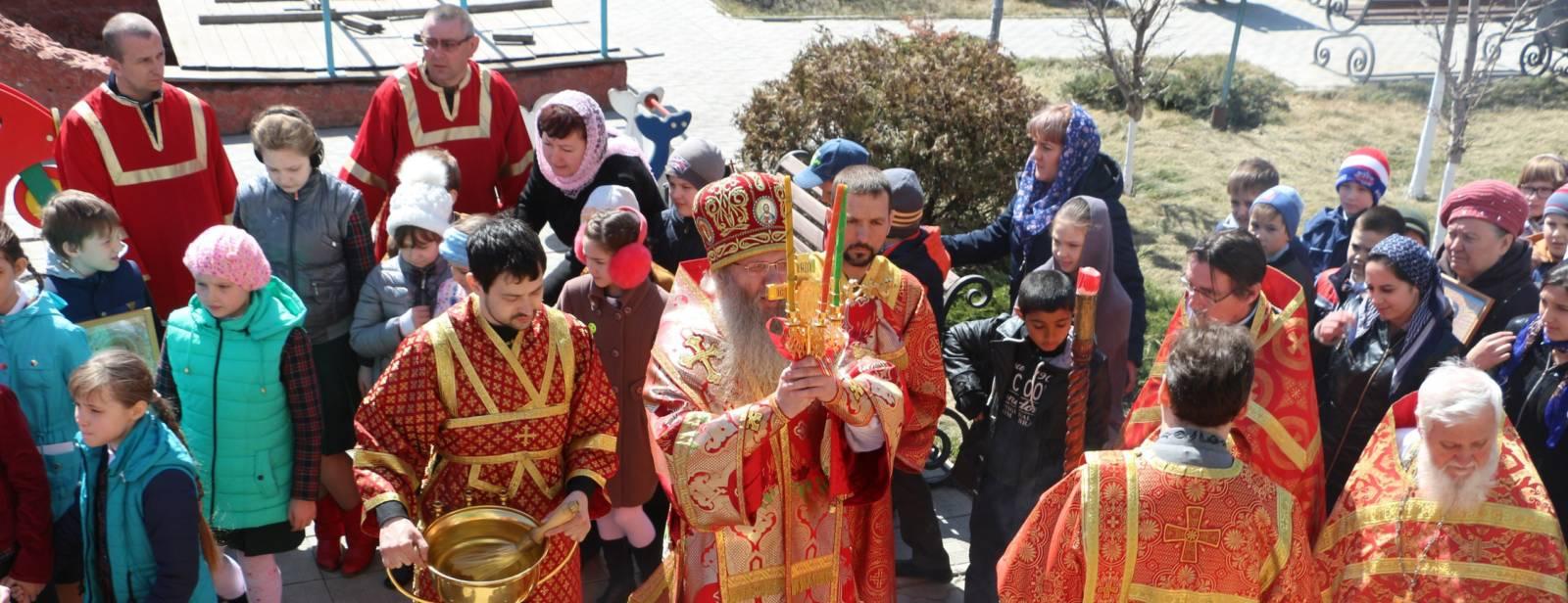Служение епископа Елисея в четверг Светлой седмицы.