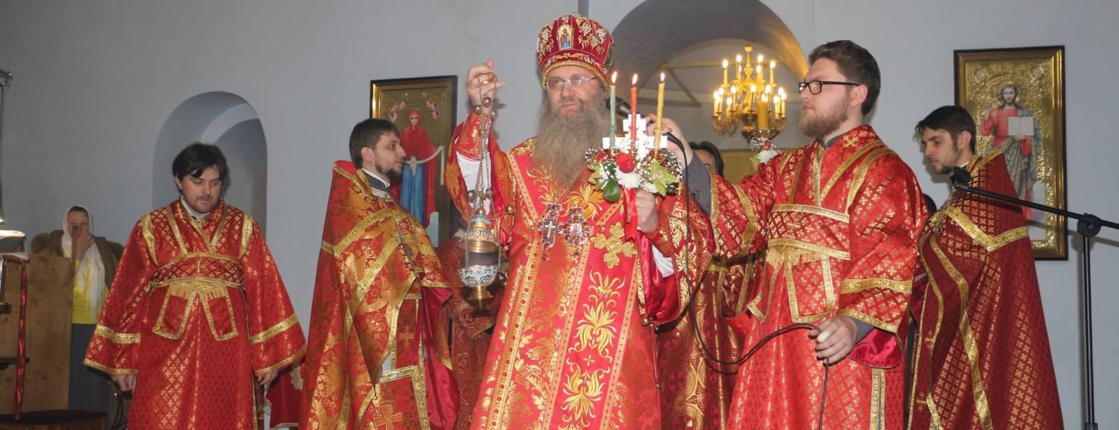 Торжественное Пасхальное богослужение в Покровском кафедральном соборе г. Урюпинска.