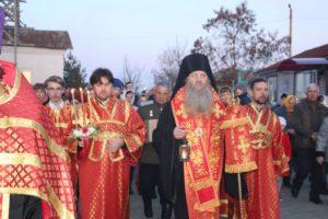 В Урюпинске встретили благодатный огонь