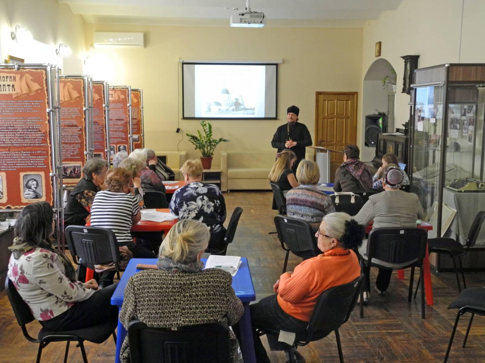 Лекция об истории городских храмов в клубе гидов г. Урюпинска.