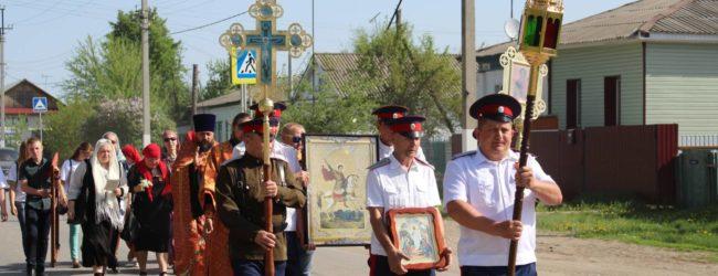 «Крестный ход» к часовне Успения Божией Матери на площади в г.Новоаннинский.