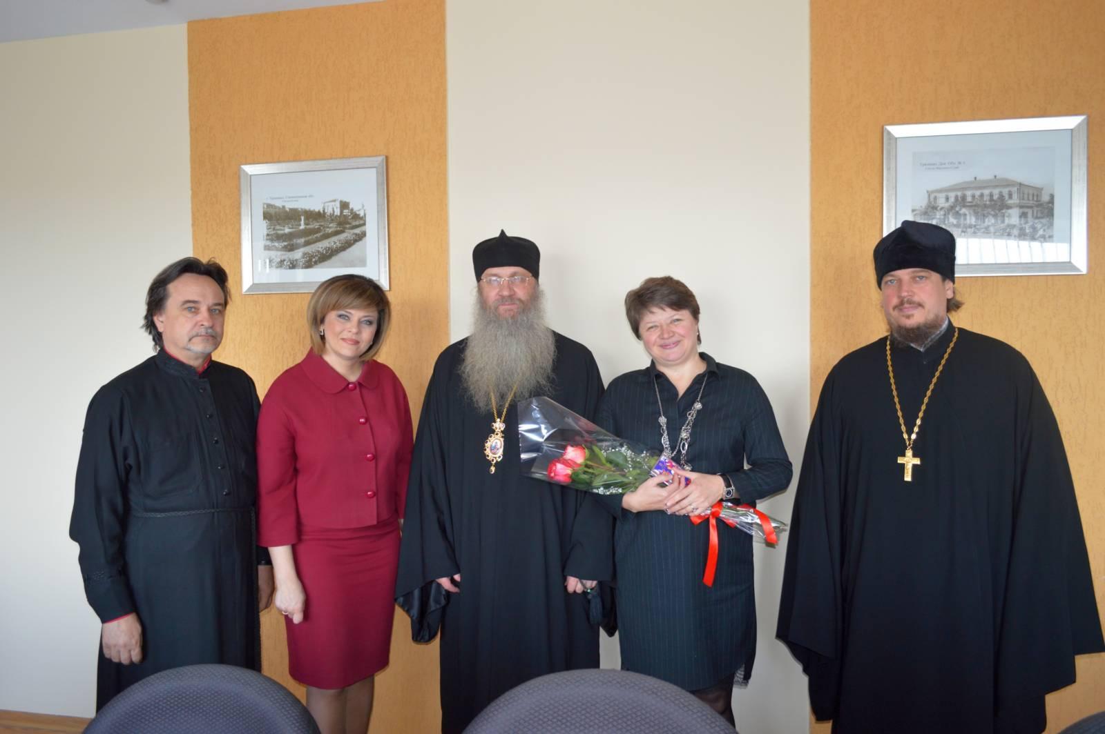 Владыко Елисей поздравил работниц городской администрации с православным женским днем.