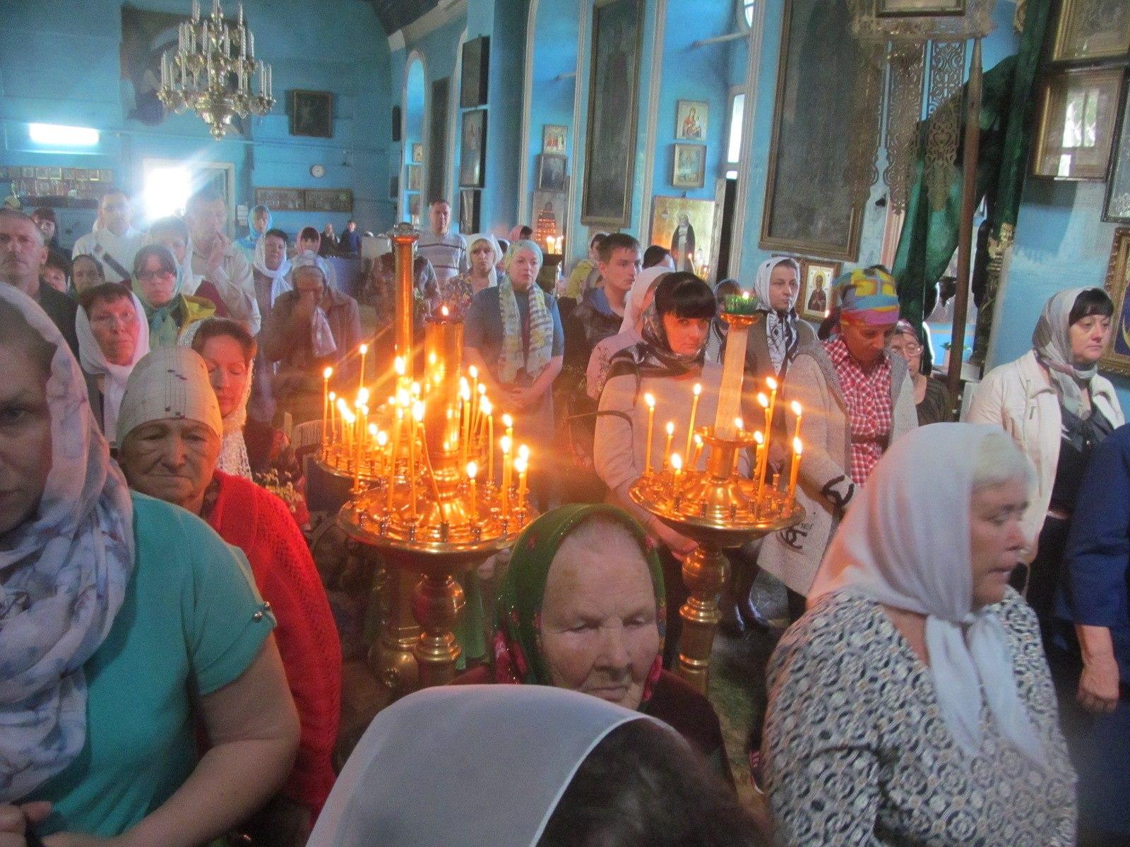 Праздничное богослужение в день Святой Троицы в Еланском храме Сошествия Святого Духа.