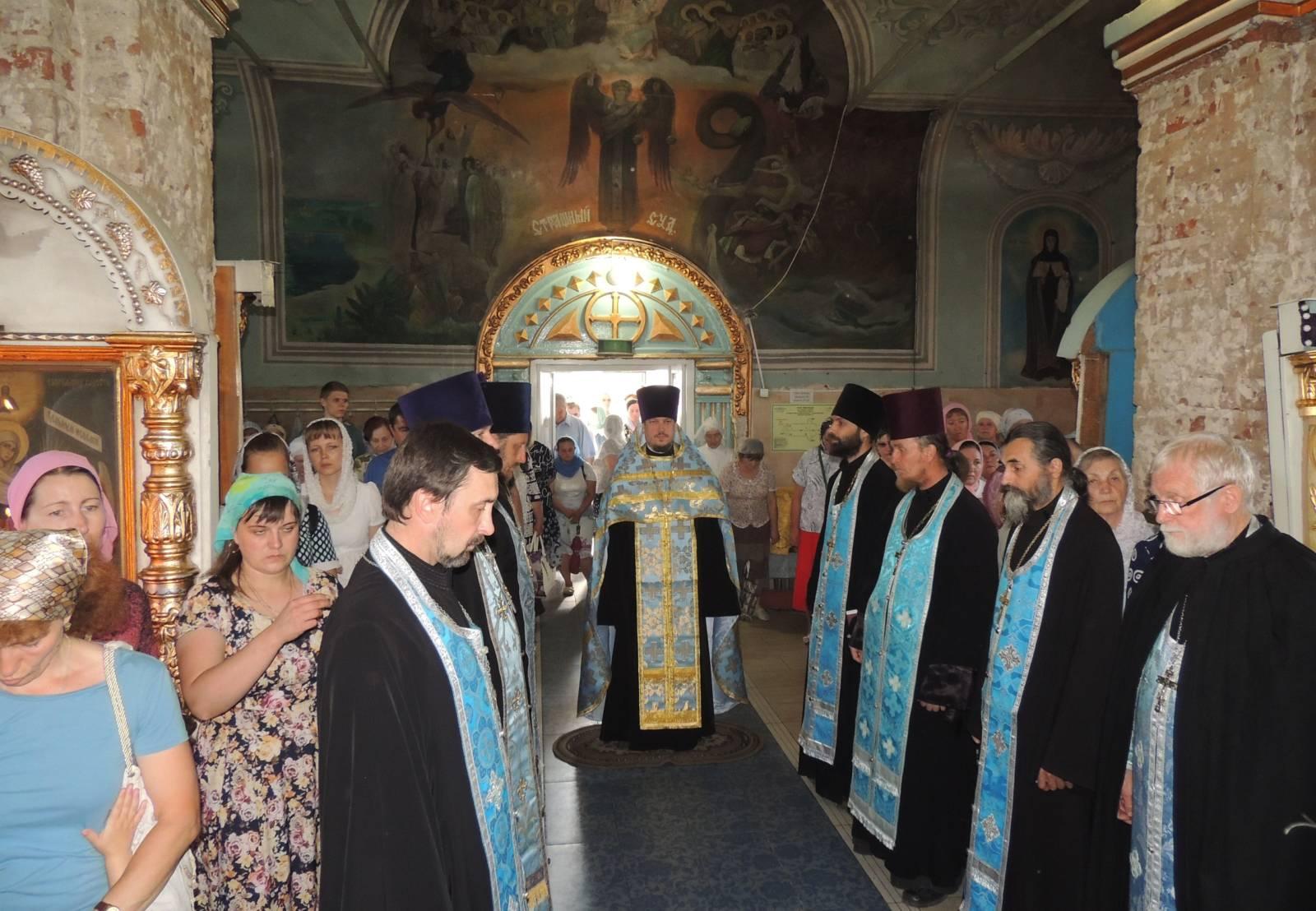 Всенощное бдение в канун празднования явления Урюпинской иконы Божией Матери.