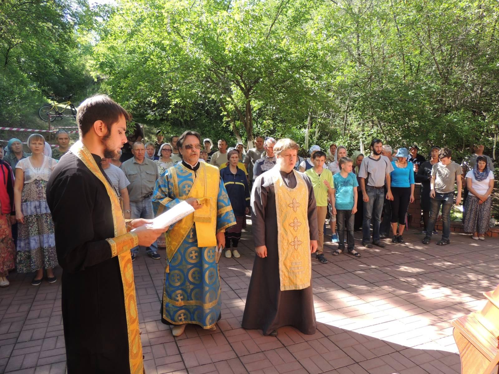 Молебен перед чудотворным образом на месте явления Урюпинской иконы Божией Матери.