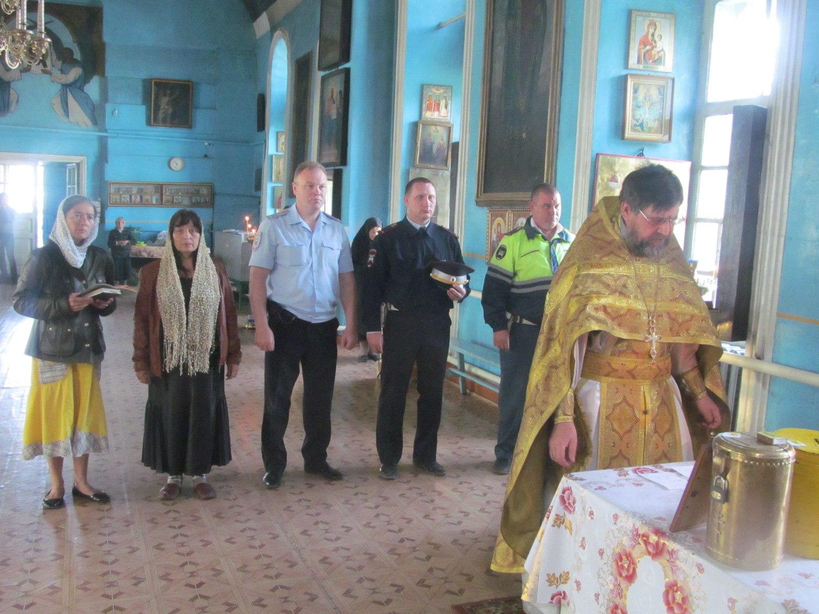 Божественная литургия в Еланском храме Сошествия Святого Духа